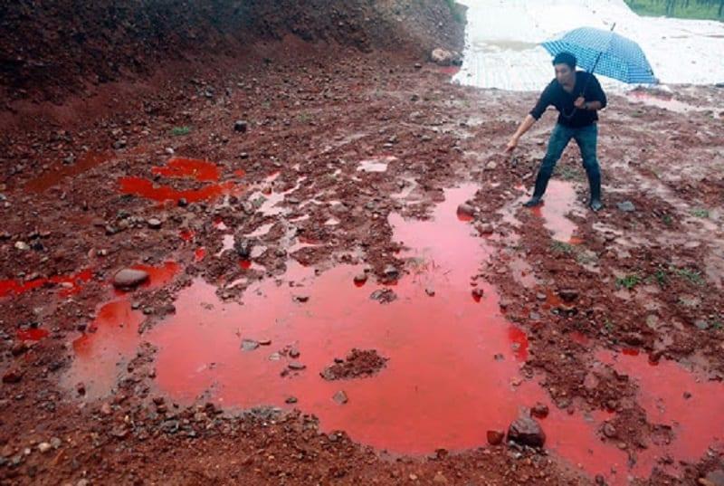 Khu đất bị ô nhiễm nghiêm trọng có màu đỏ
